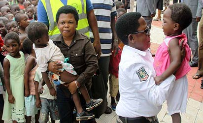 FOR FLOOD VICTIMS—Nollywood stars Chinedu Ikedieze and his friend Osita Iheme (Aki and Pawpaw) during a visit to some of the flood displaced persons in ICE camp, Asaba, Monday. Photo: Henry Unini