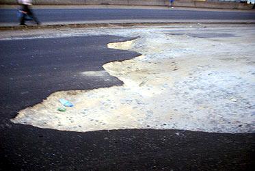 Oshodi-Apapa Expressway: Fashola Writes FG On Worsening Condition Of The Road