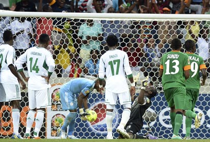 Zambia's goalkeeper Danny Munyao (3rd R) celebrates after scoring a penalty on January 25, 2013 during an Africa Cup of Nations 2013 group A football match against Nigeria at the Mbombela stadium in Nelspruit. AFP PHOTO .