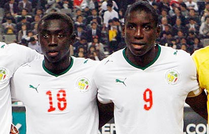Papiss Demba Cissé (left) and Demba Ba stand together for a team photo